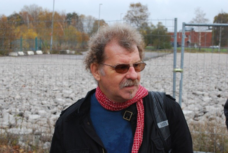 Neil Smith on a walking tour of the gentrifying Gothenburg district of Kvillebäcken, October 2010  Source: Reproduced with kind permission of Tom Slater