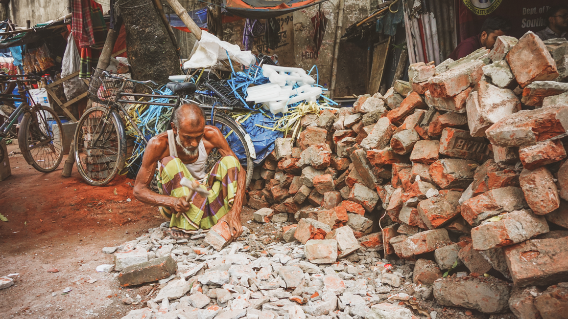 Many migrants turn to crushing rocks to sell to the building industry, Bolaka More. Image by Tasfiq Mahmood